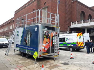 Mobile training unit with working at height setup